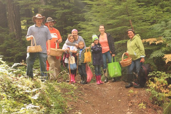 group-photo-at-nf-012-trailhead